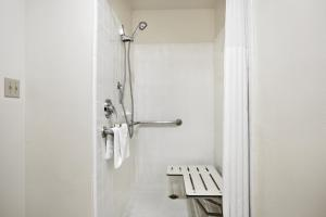 Номер с кроватью размера «queen-size» - Подходит для гостей с ограниченными физическими возможностями - Для некурящих