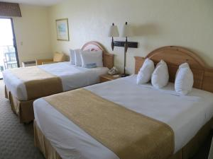 Double Room with Two Double Beds - Side Partial View/Non-Smoking