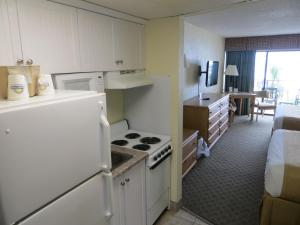 Efficiency Queen Room with Two Double Beds - Oceanfront/Non-Smoking