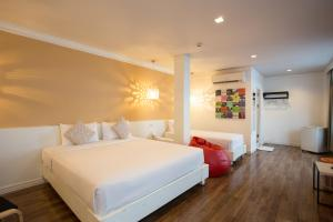 Modern Deluxe Triple Room with First Club Access