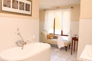 Riversong Guest House, Guest houses  Cape Town - big - 3