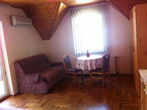 Hortenzia Apartmanház, Apartments  Balatonlelle - big - 9
