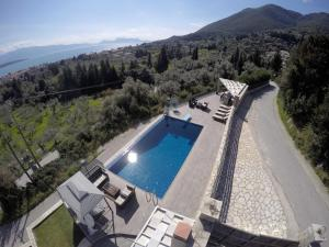 Luxurious Villa Kastro with Salt Water Swimming Pool, Vily  Nikiana - big - 15