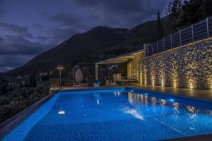 Luxurious Villa Kastro with Salt Water Swimming Pool, Vily  Nikiana - big - 14