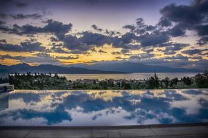 Luxurious Villa Kastro with Salt Water Swimming Pool, Vily  Nikiana - big - 12