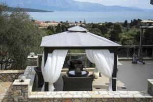 Luxurious Villa Kastro with Salt Water Swimming Pool, Vily  Nikiana - big - 9