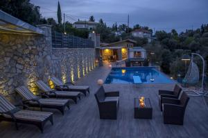 Luxurious Villa Kastro with Salt Water Swimming Pool, Vily  Nikiana - big - 45