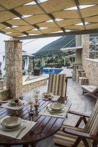 Luxurious Villa Kastro with Salt Water Swimming Pool, Vily  Nikiana - big - 43