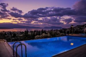 Luxurious Villa Kastro with Salt Water Swimming Pool, Vily  Nikiana - big - 40