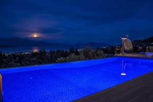 Luxurious Villa Kastro with Salt Water Swimming Pool, Vily  Nikiana - big - 1