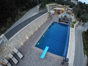 Luxurious Villa Kastro with Salt Water Swimming Pool, Vily  Nikiana - big - 28