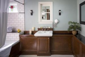 Small King Suite with Spa Bath - Non-Smoking