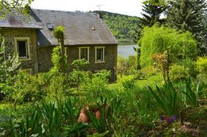 La Villa du Lac, Hotels  Chambon-sur-Lac - big - 31