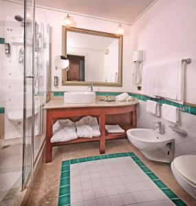 Hotel Villa Capri, Hotel  Gardone Riviera - big - 45