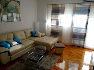 SUNNY apartment in the city centre, Apartmanok  Zára - big - 1