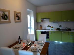 SUNNY apartment in the city centre, Apartmanok  Zára - big - 16