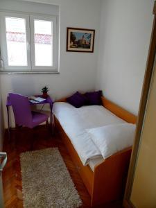 SUNNY apartment in the city centre, Apartmanok  Zára - big - 11