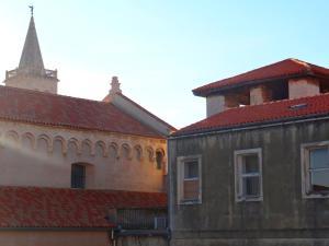 SUNNY apartment in the city centre, Apartmanok  Zára - big - 5