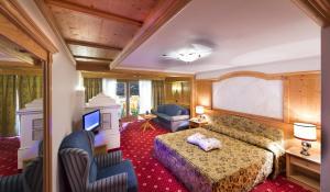 Alpen Hotel Corona, Hotely  Vigo di Fassa - big - 19