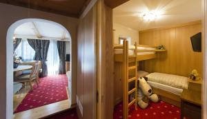 Alpen Hotel Corona, Hotely  Vigo di Fassa - big - 5