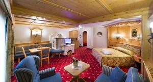 Alpen Hotel Corona, Hotely  Vigo di Fassa - big - 17