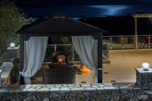 Luxurious Villa Kastro with Salt Water Swimming Pool, Vily  Nikiana - big - 21