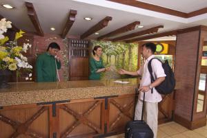 Pinoy Pamilya Hotel, Szállodák  Manila - big - 38