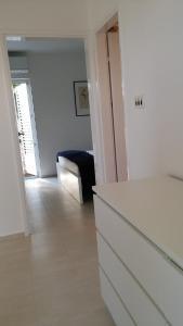 Apartment Helena, Apartments  Tribunj - big - 9