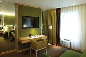 """Номер Делюкс с кроватью размера """"king-size"""" – Доступен для гостей с ограниченными физическими возможностями"""