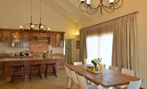 Cottage met Vier Slaapkamers en Uitzicht op de Rivier