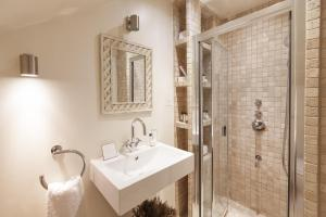 onefinestay - South Kensington private homes II, Apartmány  Londýn - big - 82