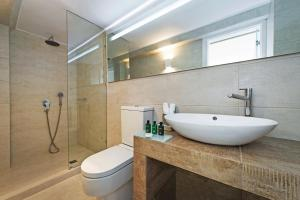 Athina Luxury Suites, Hotels  Fira - big - 51