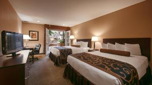 Queen Room with Two Queen Beds with Pool Access - Non smoking
