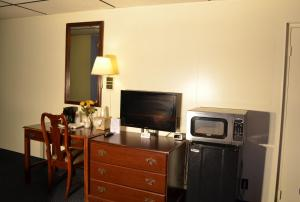 Deluxe Room with Two Beds - Non-Smoking