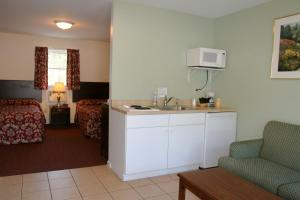 Suite with Kitchen