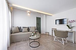 Athina Luxury Suites, Hotels  Fira - big - 110