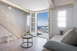 Athina Luxury Suites, Hotels  Fira - big - 111