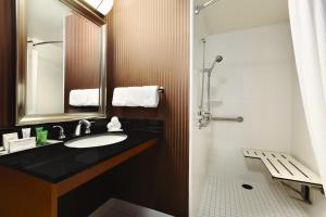 Premium Queen Room - Disability Access with Roll In Shower