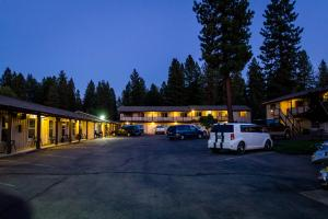 Charm Motel and Suites