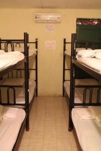 Bed in 8-Bed Mixed Dormitory Room  with Share Bathroom