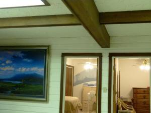 A Wildwood Rose Vacation Rental, Villas  Kelowna - big - 9