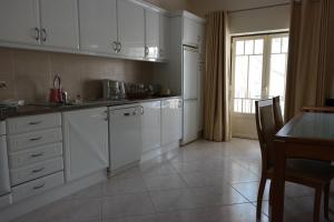 Bicos Beach Apartments AL by Albufeira Rental, Apartmanok  Albufeira - big - 22
