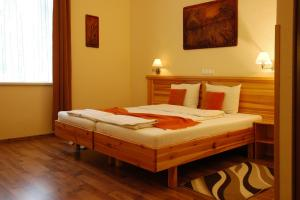 Hotel Manzard Panzio, Bed & Breakfast  Budapest - big - 52