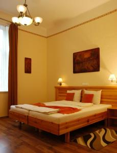 Hotel Manzard Panzio, Bed & Breakfast  Budapest - big - 26