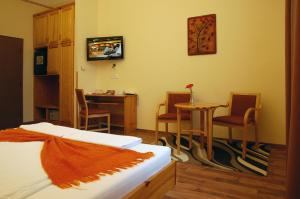 Hotel Manzard Panzio, Bed & Breakfast  Budapest - big - 25