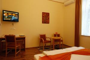 Hotel Manzard Panzio, Bed & Breakfast  Budapest - big - 23