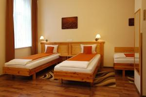 Hotel Manzard Panzio, Bed & Breakfast  Budapest - big - 22
