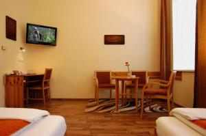 Hotel Manzard Panzio, Bed & Breakfast  Budapest - big - 20