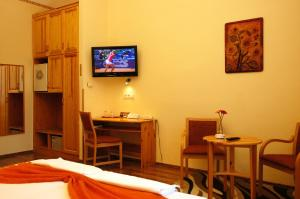 Hotel Manzard Panzio, Bed & Breakfast  Budapest - big - 14