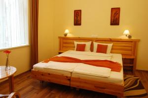 Hotel Manzard Panzio, Bed & Breakfast  Budapest - big - 10